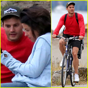 Jamie Dornan & Wife Amelia Warner Eat a Romantic Sushi Dinner on the Beach!
