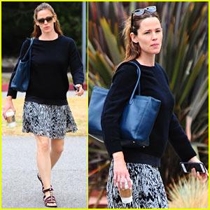 Jennifer Garner Goes Makeup Free While Running Errands