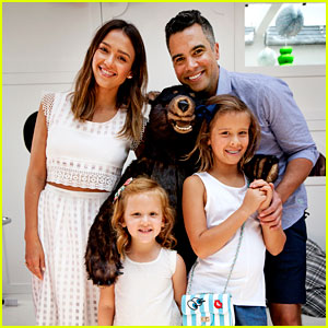 Jessica Alba & Kids Support Cash Warren at Pair of Thieves Event