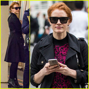 Jessica Chastain Casually Rides the Subway in New York City
