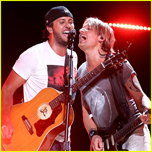 Keith Urban & Luke Bryan Rock Out Together at CMA Festival!