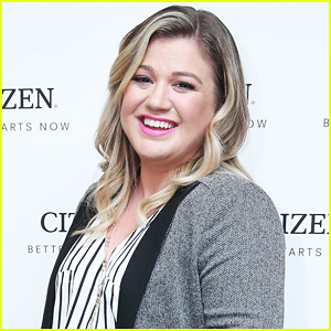 Kelly Clarkson Signs New Long-Term Record Deal With Atlantic!