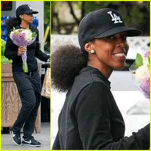 Kelly Rowland Stops & Smells the Flowers