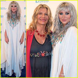 Kesha Books a Brief Residency in Las Vegas!