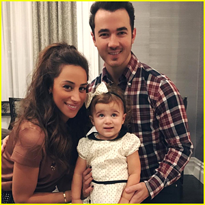 Kevin & Danielle Jonas Reveal the Gender of Their Baby!