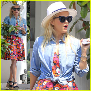 Reese Witherspoon Celebrates National Brunch Day!