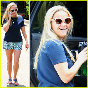 Reese Witherspoon Gets Into the Summer Spirit