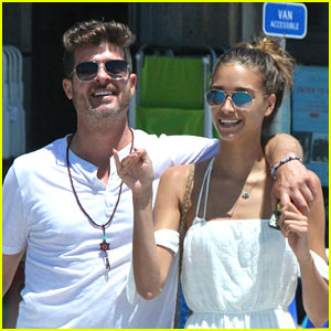 Robin Thicke & Girlfriend April Love Geary Can't Keep Their Hands Off Each Other