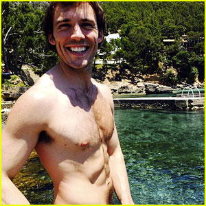 Sam Claflin Posts Ripped Shirtless Photo, Reveals How He Lost Over 40 Pounds!