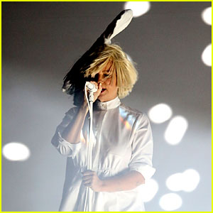 Sia's Face Accidentally Revealed During Concert