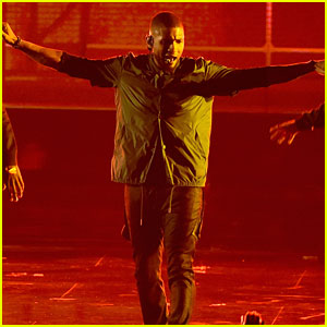 Usher & Young Thug's BET Awards 2016 Performance Video - Watch Now!