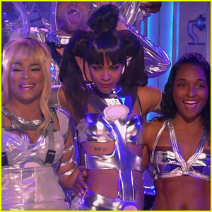 Zoe Saldana Performs 'No Scrubs' with TLC on 'Lip Sync Battle'!