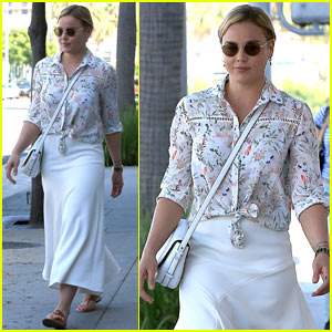 Abbie Cornish Posts Throwback Pic of Her Sexy Red Hair!