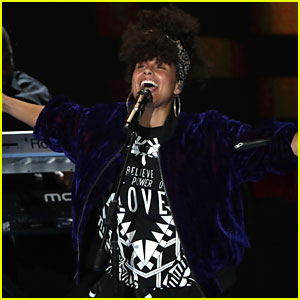 Alicia Keys Performs to Close Out DNC Day Two! (Video)
