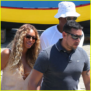 Beyonce & Jay Z Enjoy Family Boat Ride in France