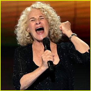 Carole King Sings 'You've Got a Friend' at DNC 2016 (Video)