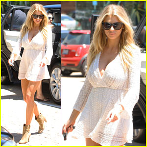 Charlotte McKinney Shows Off Her Curves While Shopping!