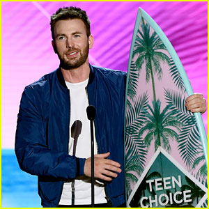 Chris Evans Wins His First Teen Choice Award!