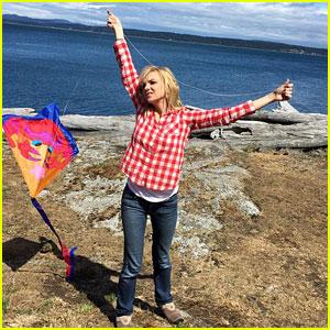Chris Pratt & Anna Faris Document Their Kite Flying Fail!