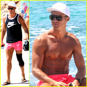 Cristiano Ronaldo Wears Brace on Injured Knee at the Beach