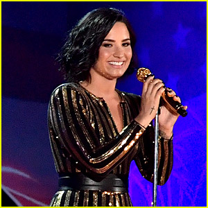 Demi Lovato Performs Amazing 'Purple Rain' Cover on Fourth of July! (Video)
