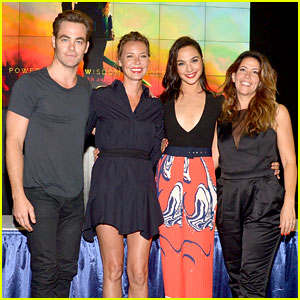 Gal Gadot & Chris Pine Present 'Wonder Woman' at Comic-Con!
