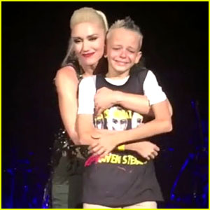 Gwen Stefani Brings Bullied Fan On Stage at Concert (Video)