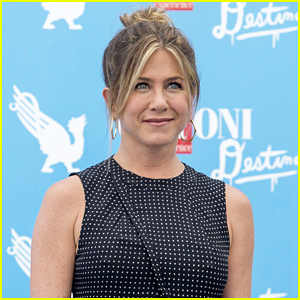Jennifer Aniston Gets Emotional Over Self-Doubt At Giffoni Film Festival (Video)