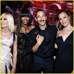 Jennifer Garner, Naomi Campbell, & Adrien Brody Hang Out at amfAR Dinner in Paris!