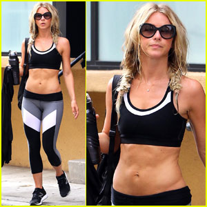 Julianne Hough Hangs Out With Pal Arielle Vandenberg