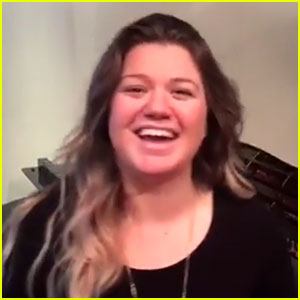 Kelly Clarkson Forgets Her Lyrics in Facebook Live Rehearsal!