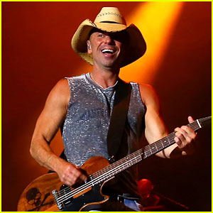 Kenny Chesney Concert Results in 25 People Being Hospitalized