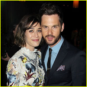 Lizzy Caplan Is Engaged to Tom Riley!