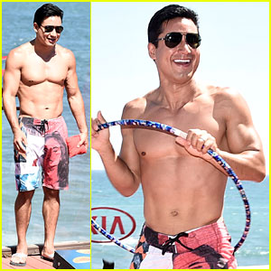 Mario Lopez Goes Shirtless for a Hula Hoop Competition!