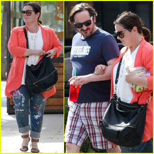 Melissa McCarthy Jokes That She Likes Hurting Herself!