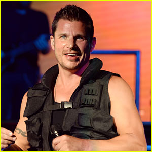 Nick Lachey Calls Wife 'His World' on Their Fifth Anniversary