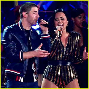 Nick Jonas Sings 'Close' with Demi Lovato on July 4th! (Video)