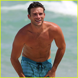 Scott Eastwood Goes Shirtless for Another Miami Beach Day!