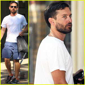 Tobey Maguire Gets His Sweat On in Soho!