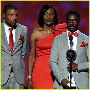 Zaevion Dobson's Family Gives Emotional Speech on Gun Violence at ESPYs 2016 (Video)