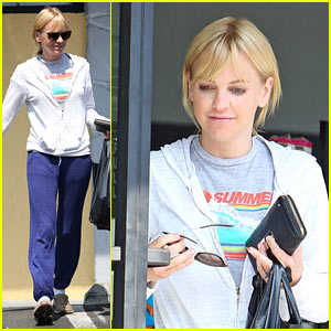 Anna Faris Keeps Comfy While Getting Some Shopping Done in LA