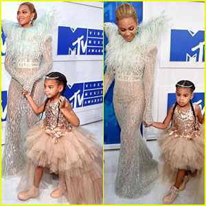 Blue Ivy Carter Joins Mom Beyonce on MTV VMAs 2016 Red Carpet!