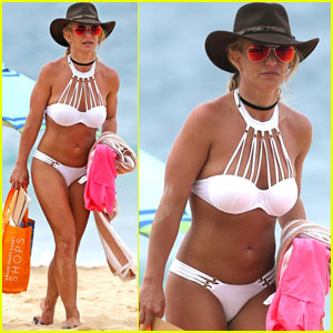 Britney Spears Bares Her Toned Beach Body in Bikini