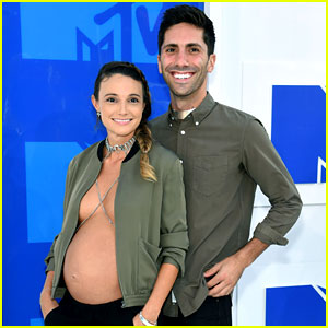 'Catfish' Star Nev Schulman's Pregnant Fiancee Bares Baby Bump on MTV VMAs 2016 Red Carpet!