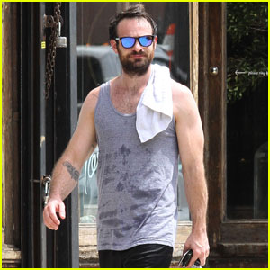 Daredevil's Charlie Cox Works Up a Major Sweat in NYC