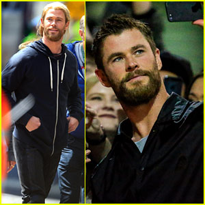 Chris Hemsworth Removes His 'Thor' Wig to Snap Fan Selfies