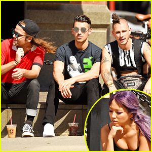 DNCE Recruit Friends On Social Media For VMAs Voting Campaign