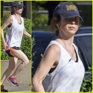 Ellie Kemper Goes for a Jog Two Weeks After Giving Birth