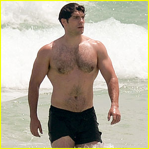 Henry Cavill Bares His Buff Superman Body at the Beach!