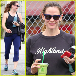 Jennifer Garner Grabs Her Gal Pals for a Weekday Workout!
